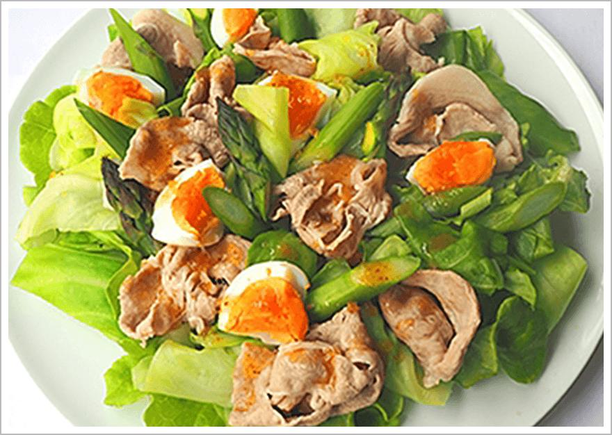 豚しゃぶとゆで卵のボリュームたっぷりサラダ