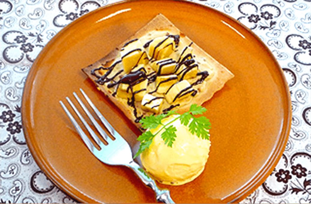 おいしいを組み合わせた贅沢な一皿♪ ナッツチーズとチョコバナナのデザートピザ イメージ画像