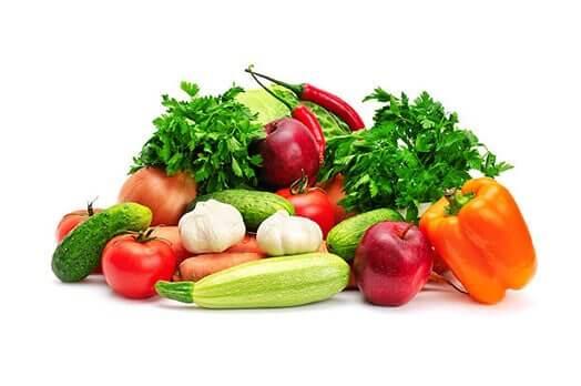 「香味野菜のうまみたっぷり、野菜と果実を50%以上使用!」イメージ