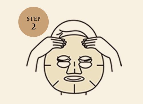 最初に目の位置、次に口の位置にシートを合わせてから、顔全体にフィットさせてください。
