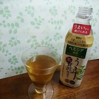 ヘルシア緑茶 飲んでます。